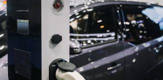 Garagem com vagas para carros elétricos é destaque no Opus One
